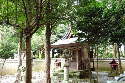 御霊神社 二見 社(左)