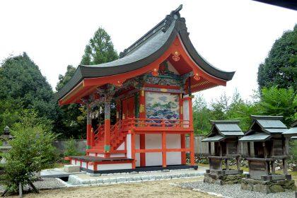 御霊神社 黒駒 本殿(右)