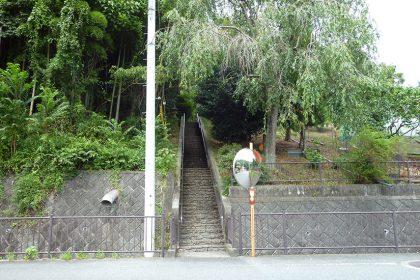 御霊神社 六倉へ続く階段