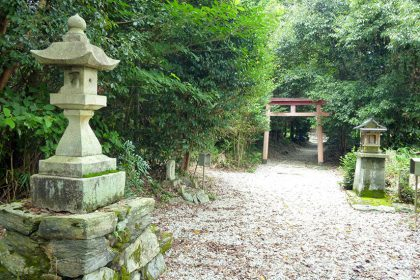 御霊神社 六倉(鳥居と燈篭)