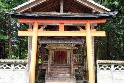 御霊神社 六倉 本殿(正面)