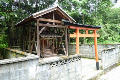 御霊神社 六倉 本殿(全体)