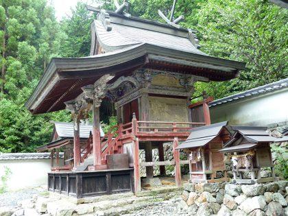 御霊神社 小和 本殿:右側より