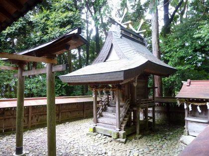 宮前霹靂神社 本殿(左)